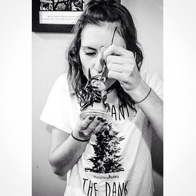 @thcdoll dabbin' it up in her She Wants the Dank tee ️ Available as a tee, tank, and crop! ⓁⒾⓃⓀ ⒾⓃ ⒷⒾⓄ