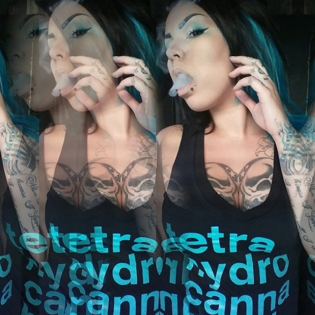 Ft Model @bu88z matching her MM tee perfectly️ These are currently on sale in our shop in turquoise & pink for ladies and green for the guys! ⓁⒾⓃⓀ ⒾⓃ ⒷⒾⓄ www.shop.kushcommon.com