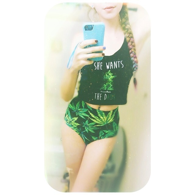 Ft Model @reefergoddess got her crop ️ Crops, tanks, & tees available in our shop! Link in bio