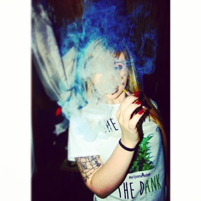 Ft Model @melers420.jayy rockin her She Wants the Dank TEEEEE  ⓁⒾⓃⓀ ⓉⓄ ⓈⒽⓄⓅ ⒾⓃ ⒷⒾⓄ