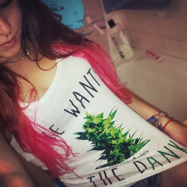 Ft Model @cloudyhaze_ in her SHE WANTS THE DANK tank Tag us in your gear for a feature!!! Link in bio to shop. Worldwide shipping & men's and women's tops! ️