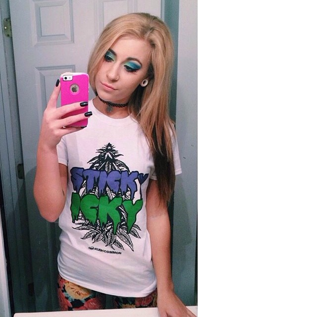 Ft Model @deanna_hnilica in her Sticky Icky tee  Available in our shop! .::shop.kushcommon.com::.