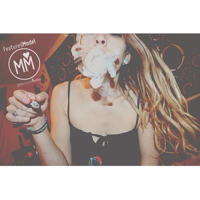 ☯@nillasmokes_  Featured Model on www.TheMarijuanaModels.com ❀Tag→ ❀Join→ @KUSHCommon today! ❀Apparel→ shop.kushcommon.com ◡̈ ∞