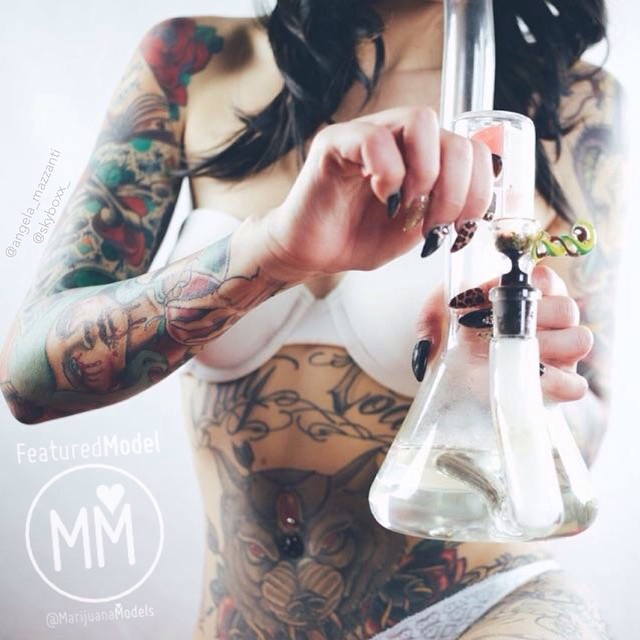 ️️@angela_mazzanti : @skyboxx_ ☮♡ Featured Model on www.TheMarijuanaModels.com ️️️️️️️️️️️ ❀Tag→ ❀Join→ @KUSHCommon today! ❀Apparel→ shop.kushcommon.com ◡̈ ∞