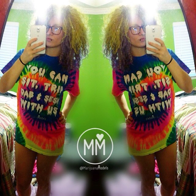 Love seeing @iampunkassbetch and all you other awesome people rocking your You Can Sit, Trip, Dab & Sesh With Us tees! ️Wish we could do a giant group pic seshing together!  Check out our store at ️SHOP.KUSHCOMMON.COM Orders tonight will ship tomorrow!️ Have a great weekend️
