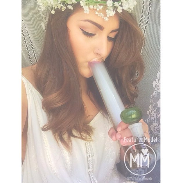 ️️Featured Model💭 @ladymoonmarijuana
