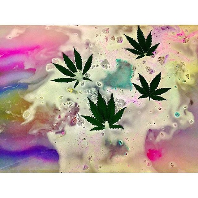 @topshelfkittie's Medicated bath time! THC infused bath bombs? Yes please! ::::::::::::::::::::::::::✽ ❁ ✽::::::::::::::::::::::::::
