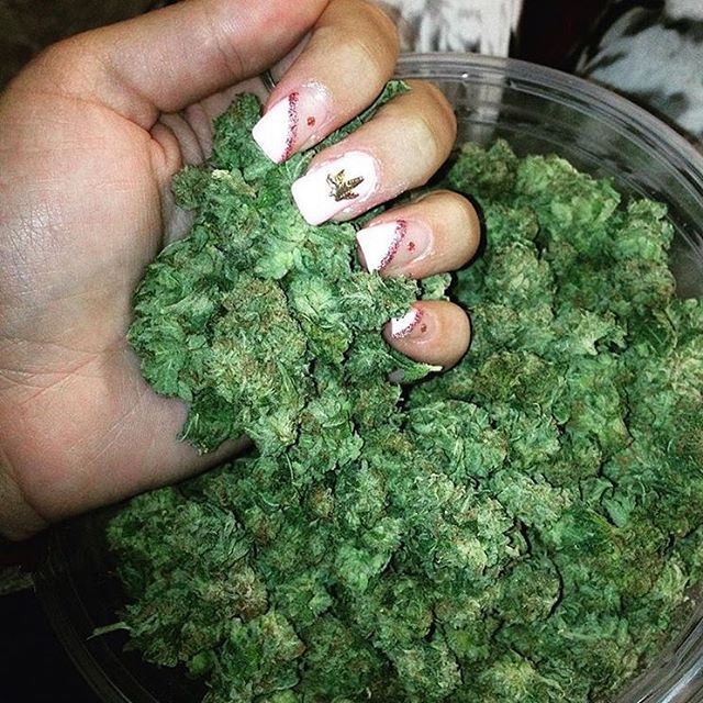 Be sure to get in your daily greens😛 Featuring :@tina.dabz