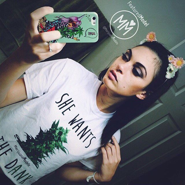 Lots of love for this pretty lady! @moiiiiimoiiiii  ::::::::::::::::::::::::::✽ ❁ ✽:::::::::::::::::::::::::: Reppin the DANK and in her SHE WANTS THE Dank tee!Available as a tee, tank, or crop! ::::::::::::::::::::::::::✽ ❁ ✽:::::::::::::::::::::::::: Check out our whole collection at the link in our bio! & we always offer worldwide shipping!️ WWW.SHOP.KUSHCOMMON.COM