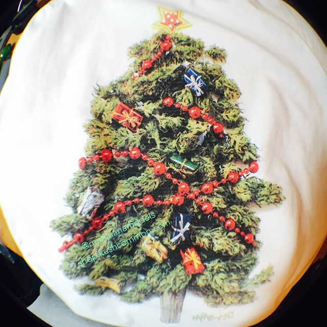 @evolvingglass & @honeeeybee710 are doing a sweet giveaway and it includes one of our KUSHmas tree tees!!!!😬 Go check em out!