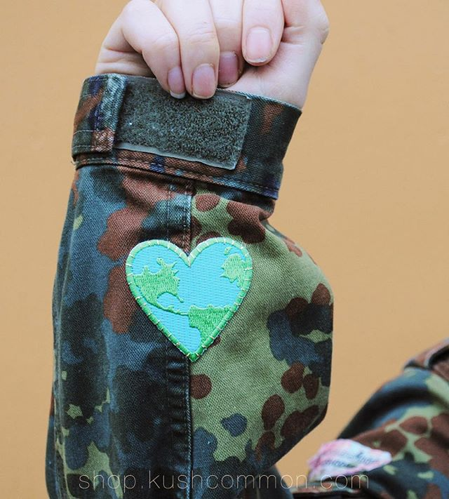 🌎🌲 If you snag one of our camos, they have heart earth patches on the inside wrist.️  Visit us at shop.kushcommon.com Link in bio!