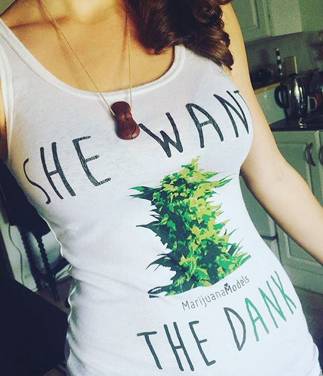 @thegirlwhowasntthere got the very first •She Wants the DANK• tank we ever made!  Thank you! 📬Snag some & apparel at the link in my bio! www.shop.kushcommon.com